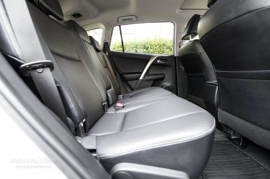 toyota rav4 with 3rd row autos post. Black Bedroom Furniture Sets. Home Design Ideas