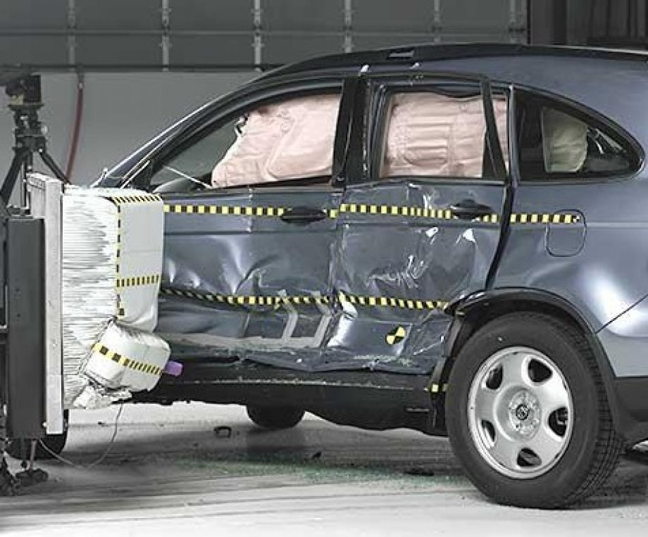 Honda cr v review autoevolution for Iihs honda crv