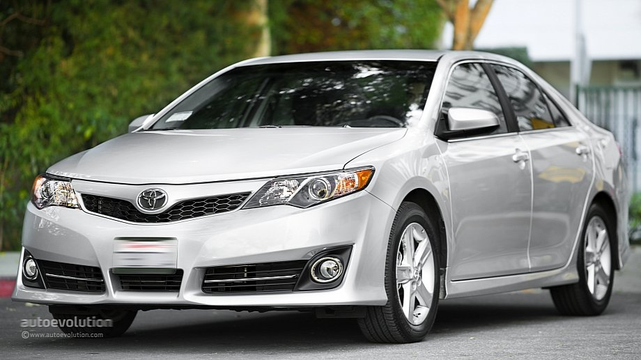 2014 toyota camry review autoevolution. Black Bedroom Furniture Sets. Home Design Ideas