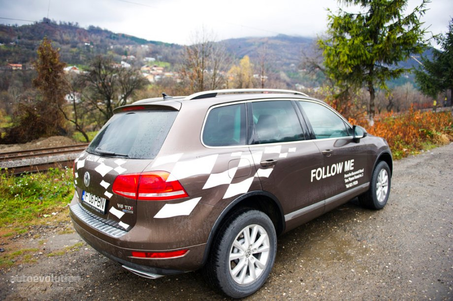 2010 Volkswagen Touareg three quarters rear view