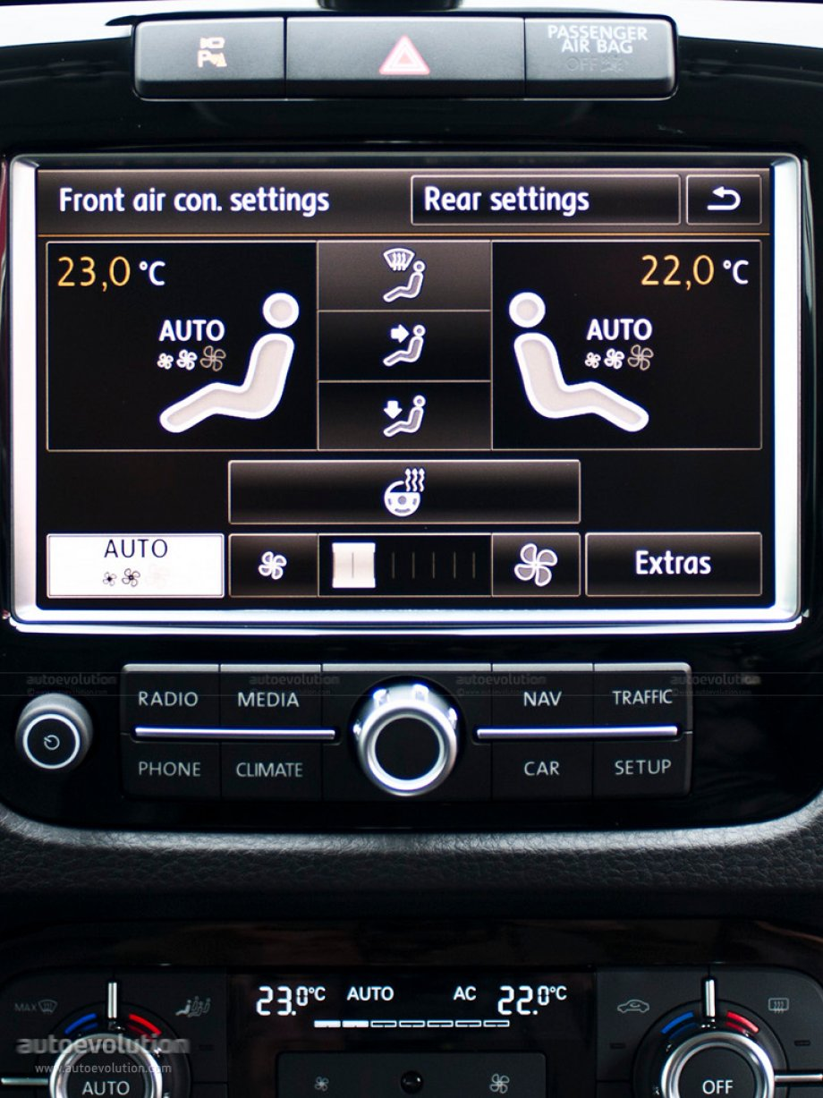 2010 Volkswagen Touareg display screen