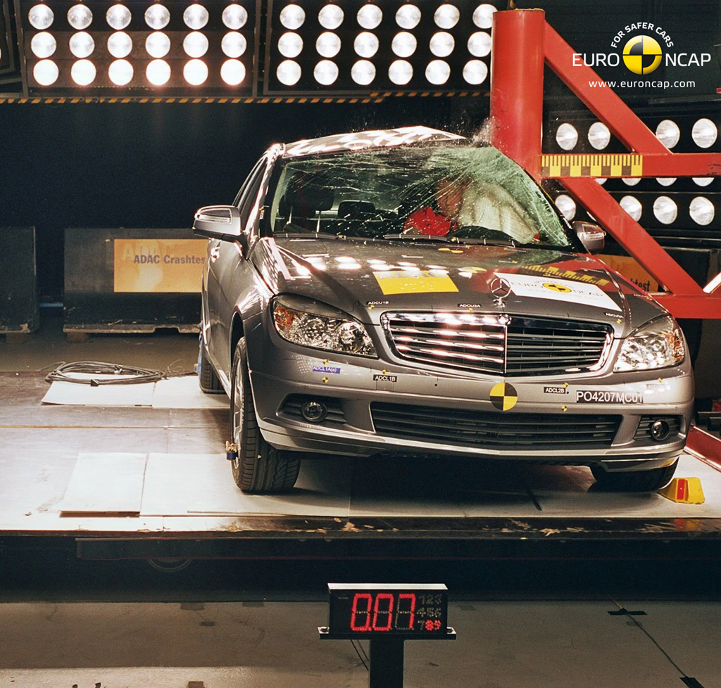 MERCEDES-BENZ C 200 CGI Review - autoevolution