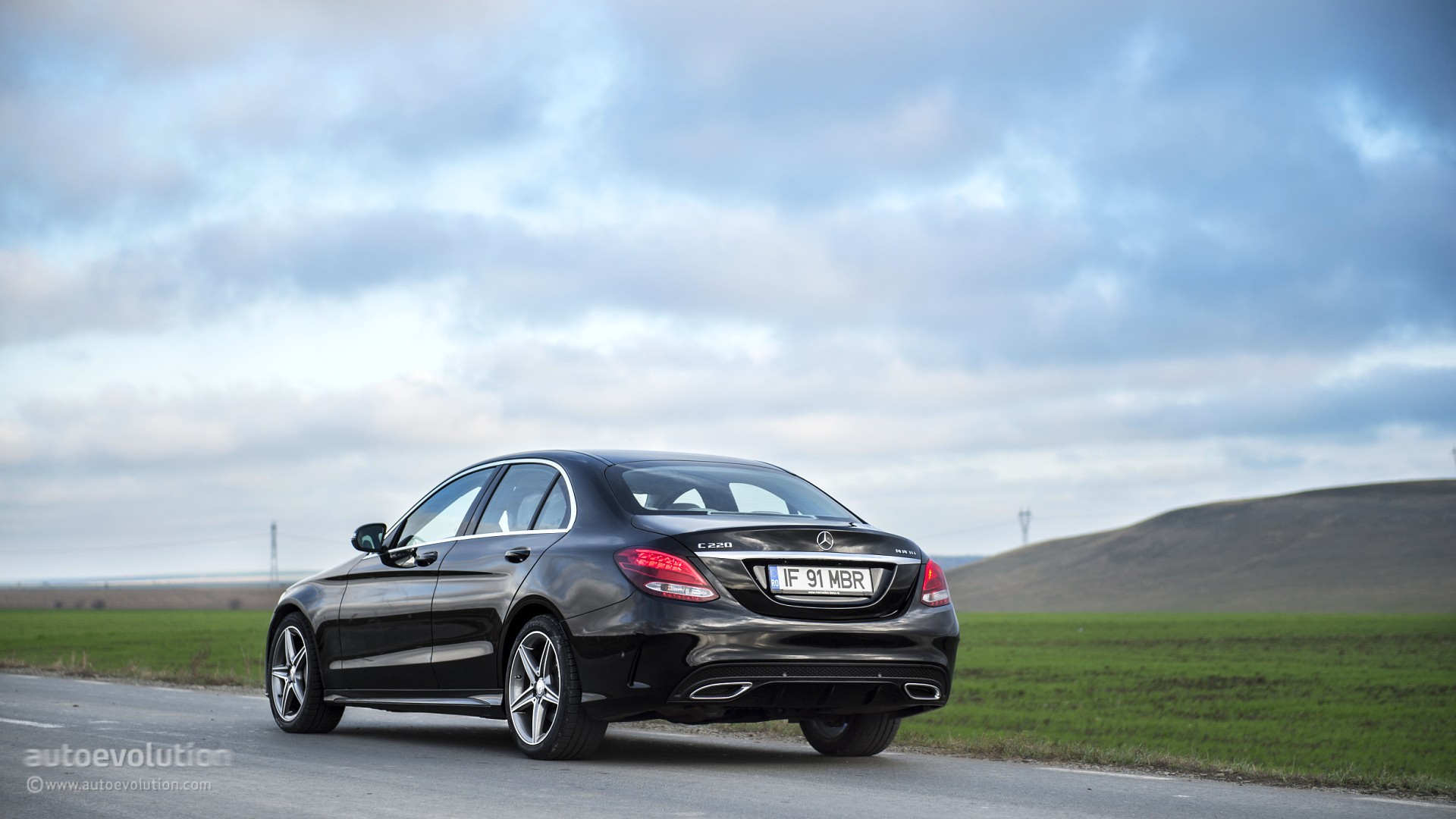 2015 mercedes benz c class review page 2 autoevolution for Mercedes benz c class review