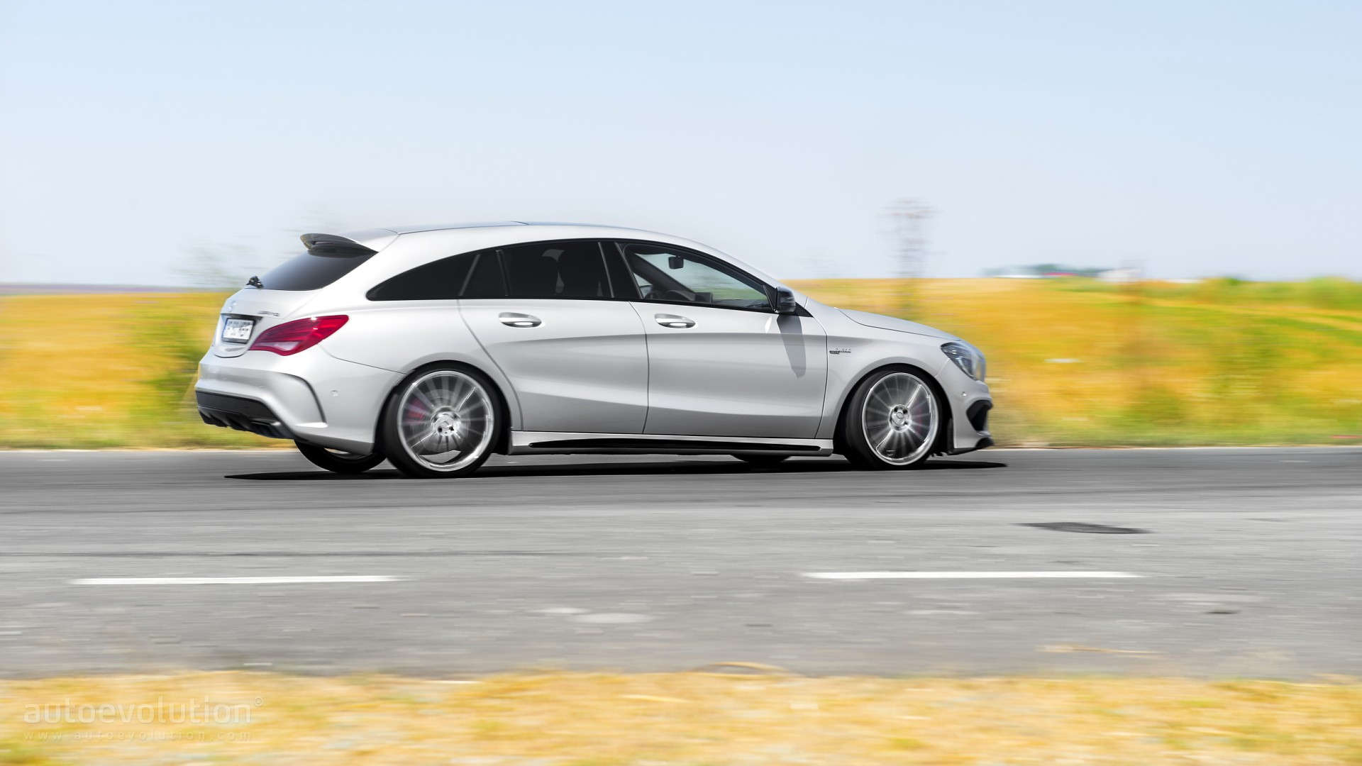 2016 mercedes benz cla45 amg shooting brake review page 2. Black Bedroom Furniture Sets. Home Design Ideas