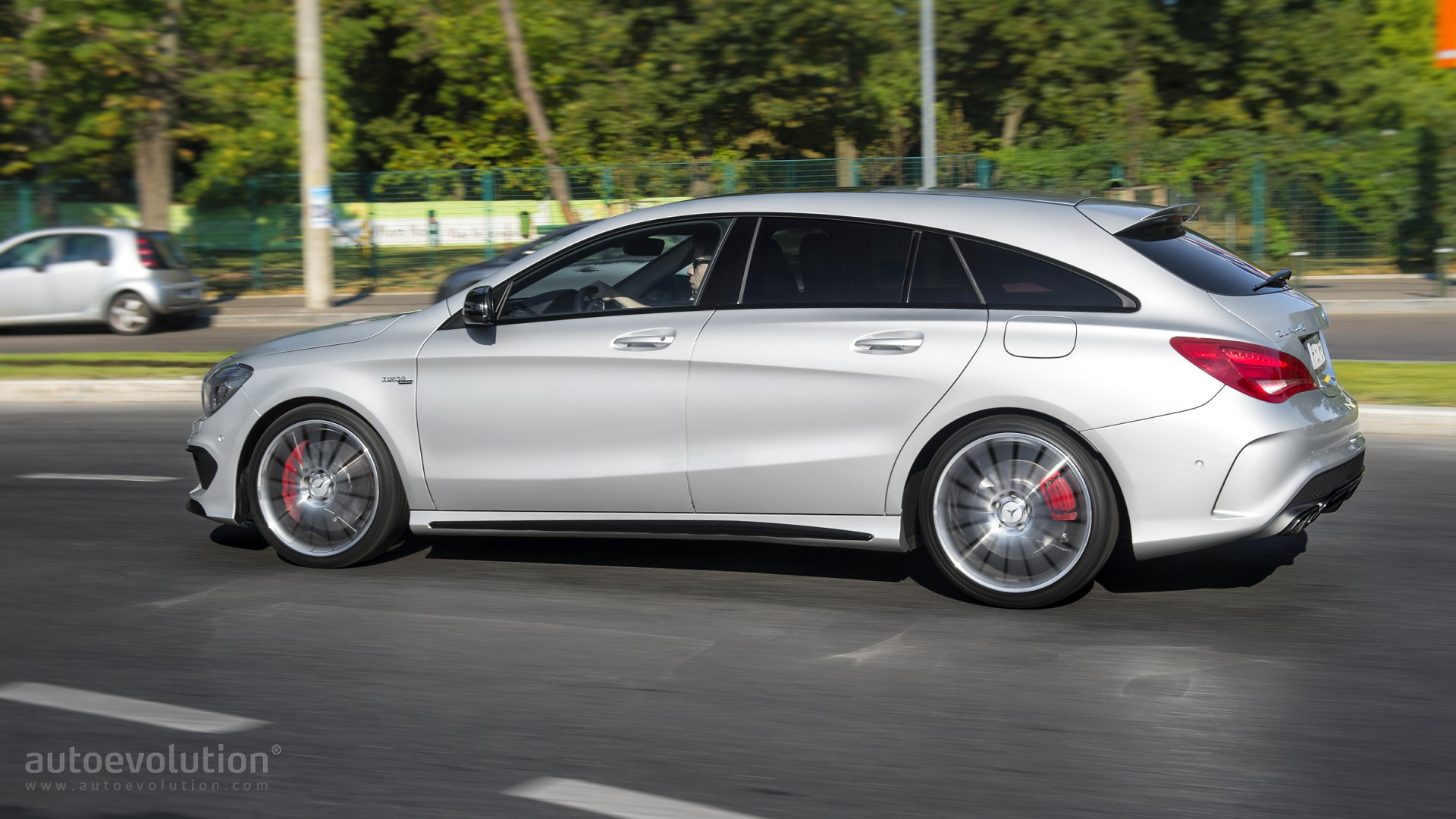 2016 mercedes benz cla45 amg shooting brake review autoevolution. Black Bedroom Furniture Sets. Home Design Ideas