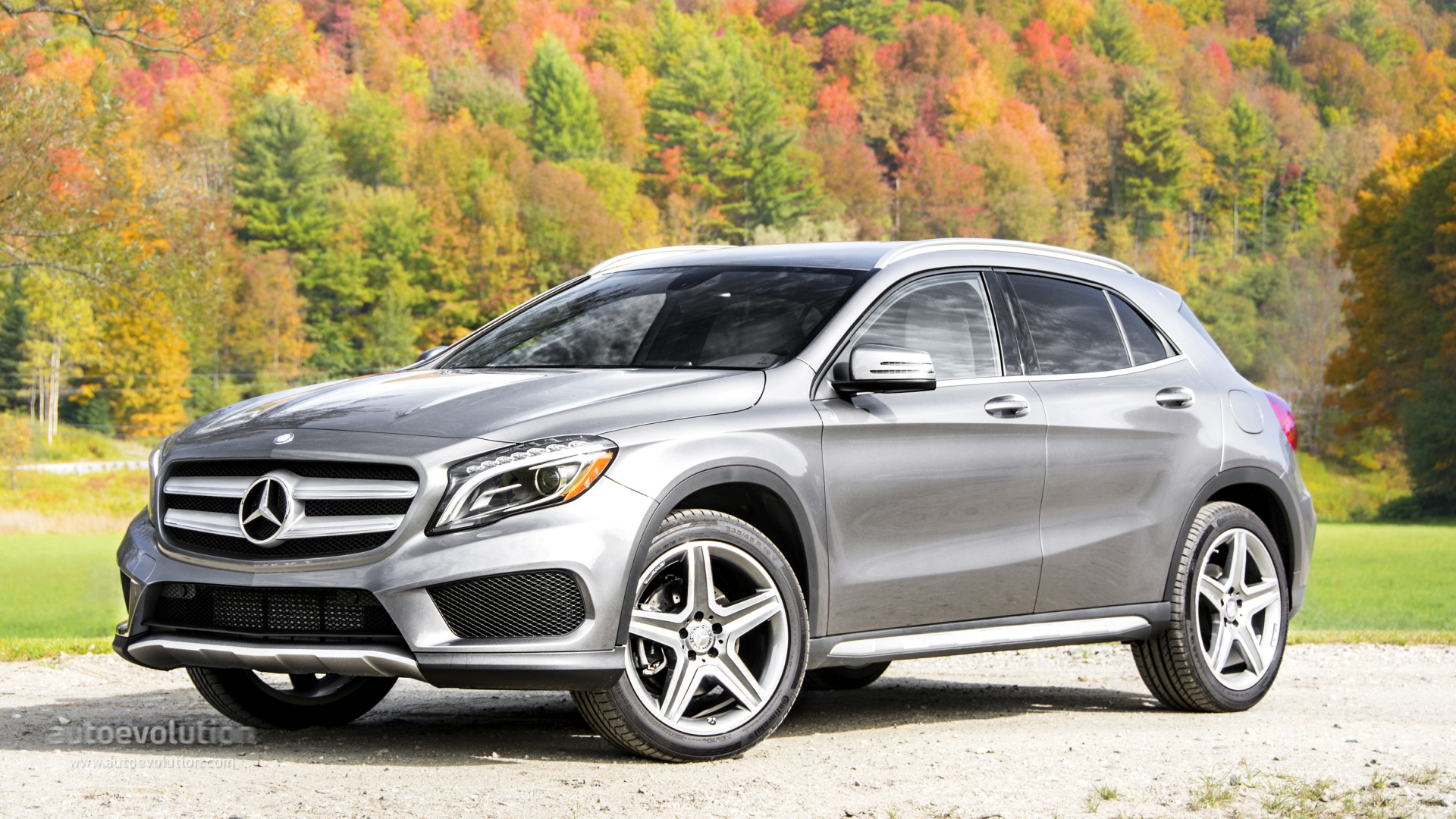 2015 mercedes benz gla250 4matic gla45 amg review autoevolution. Black Bedroom Furniture Sets. Home Design Ideas