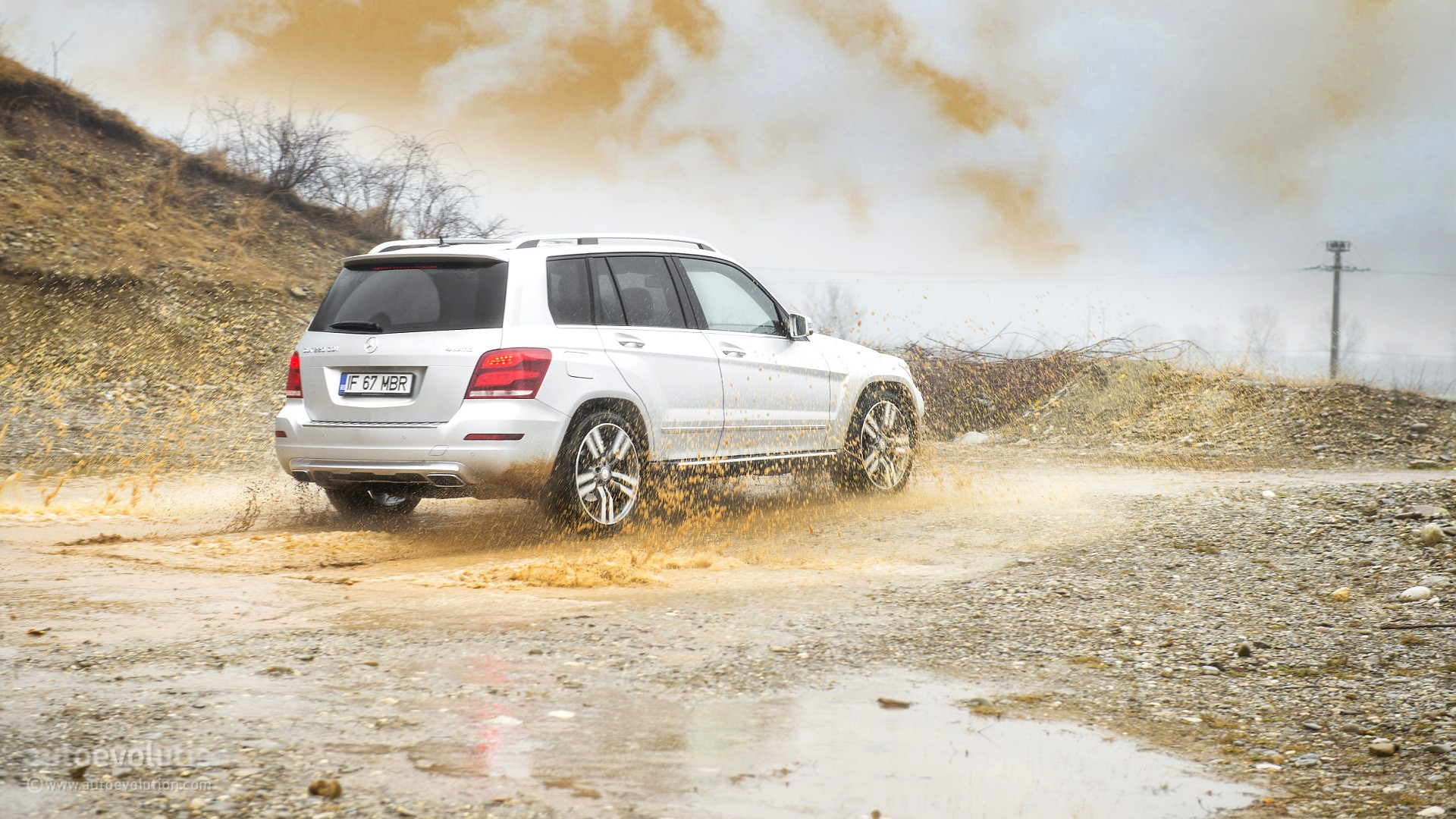 2015 MERCEDES-BENZ GLK-Class tested in off-road conditions