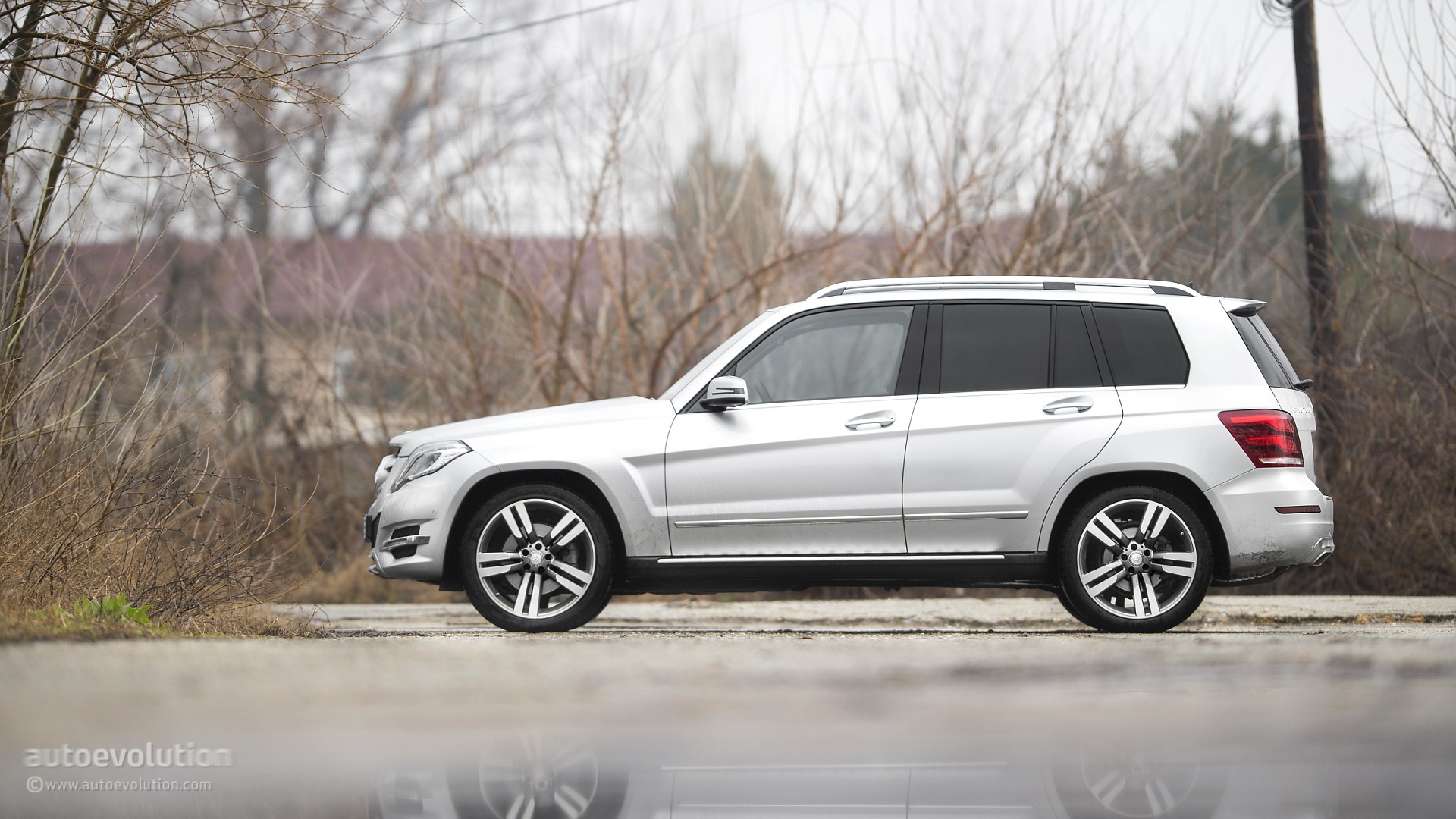 2015 mercedes benz glk class review autoevolution for Mercedes benz glk class