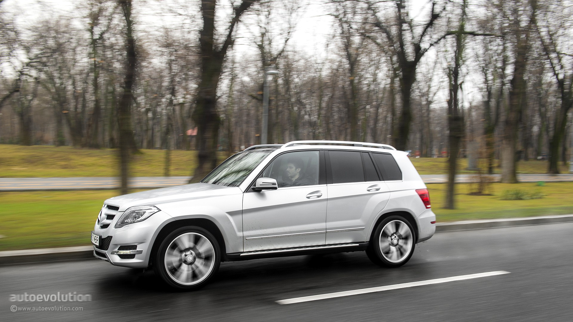 2015 mercedes benz glk class review autoevolution for Mercedes benz ratings reviews