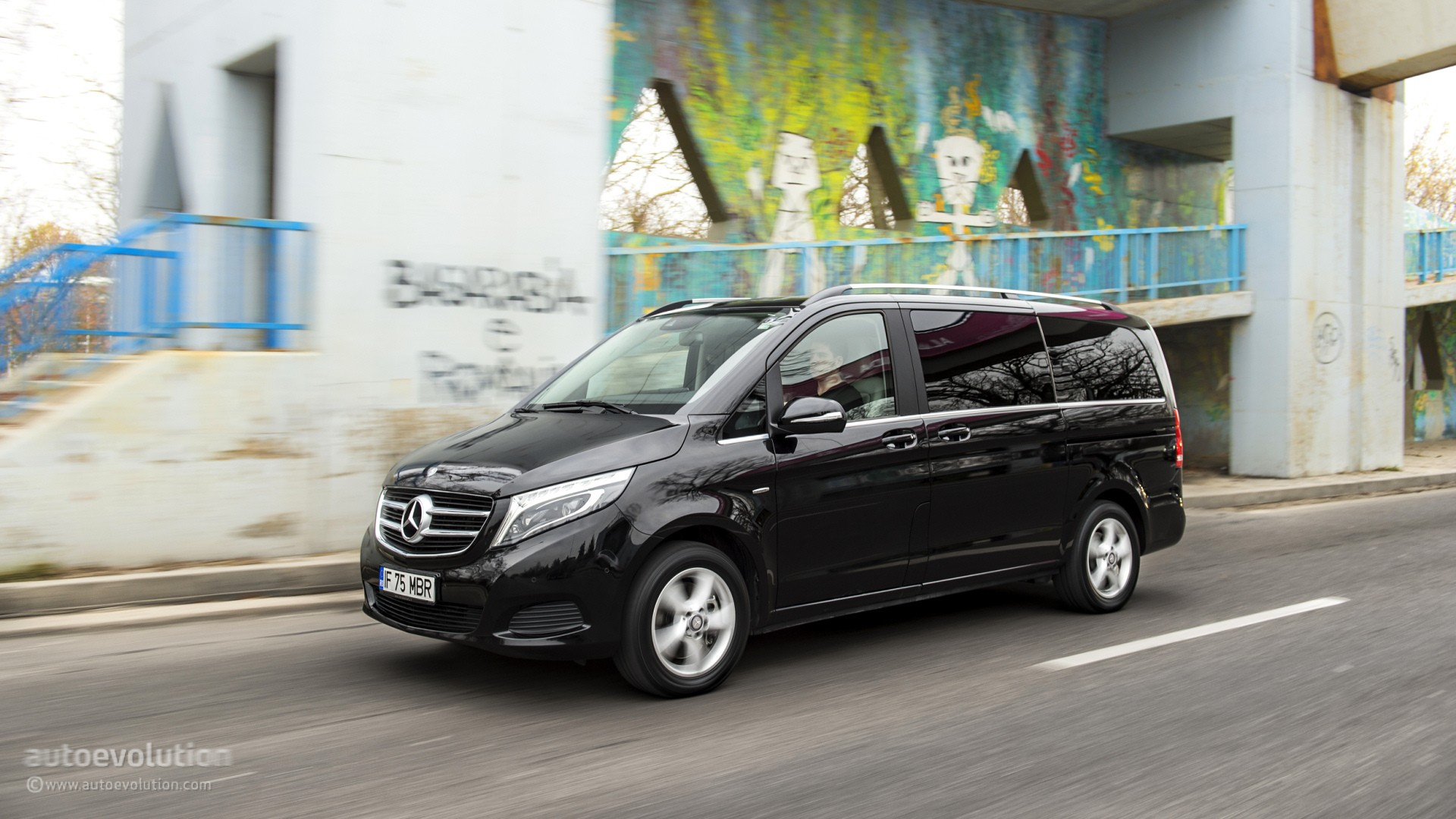 2015 mercedes benz v class like you 39 ve never seen it before hd wallpapers autoevolution. Black Bedroom Furniture Sets. Home Design Ideas