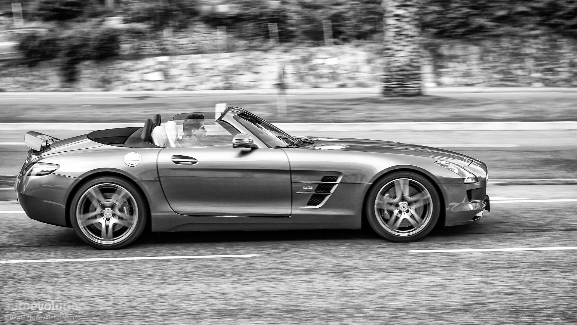 mercedes benz sls amg roadster review autoevolution. Black Bedroom Furniture Sets. Home Design Ideas