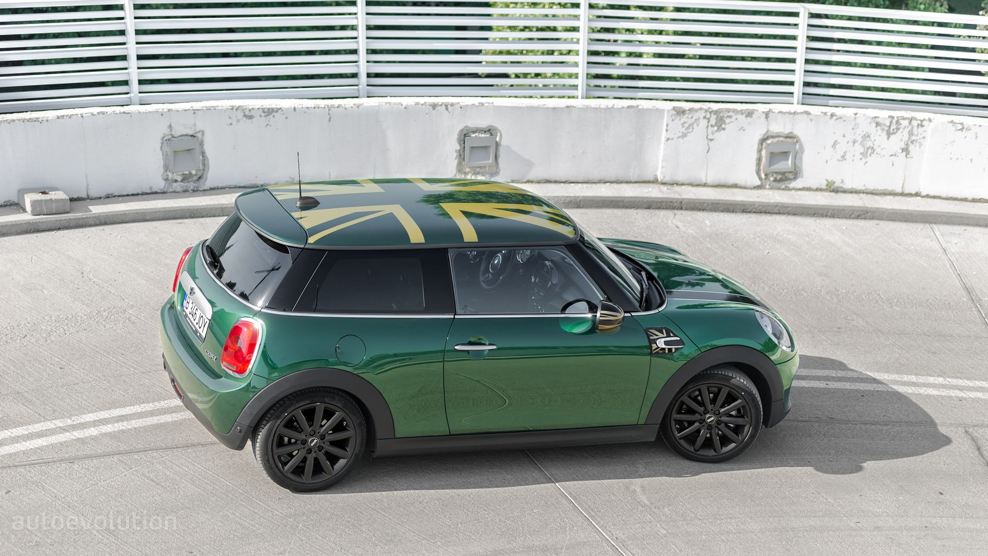 2015 mini cooper s safety rating release date price and specs. Black Bedroom Furniture Sets. Home Design Ideas