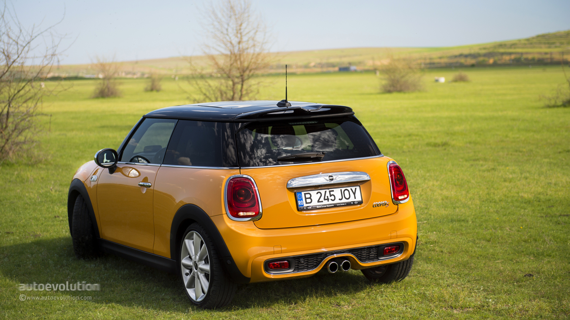 Excellent 2014 MINI Cooper S Review  Autoevolution