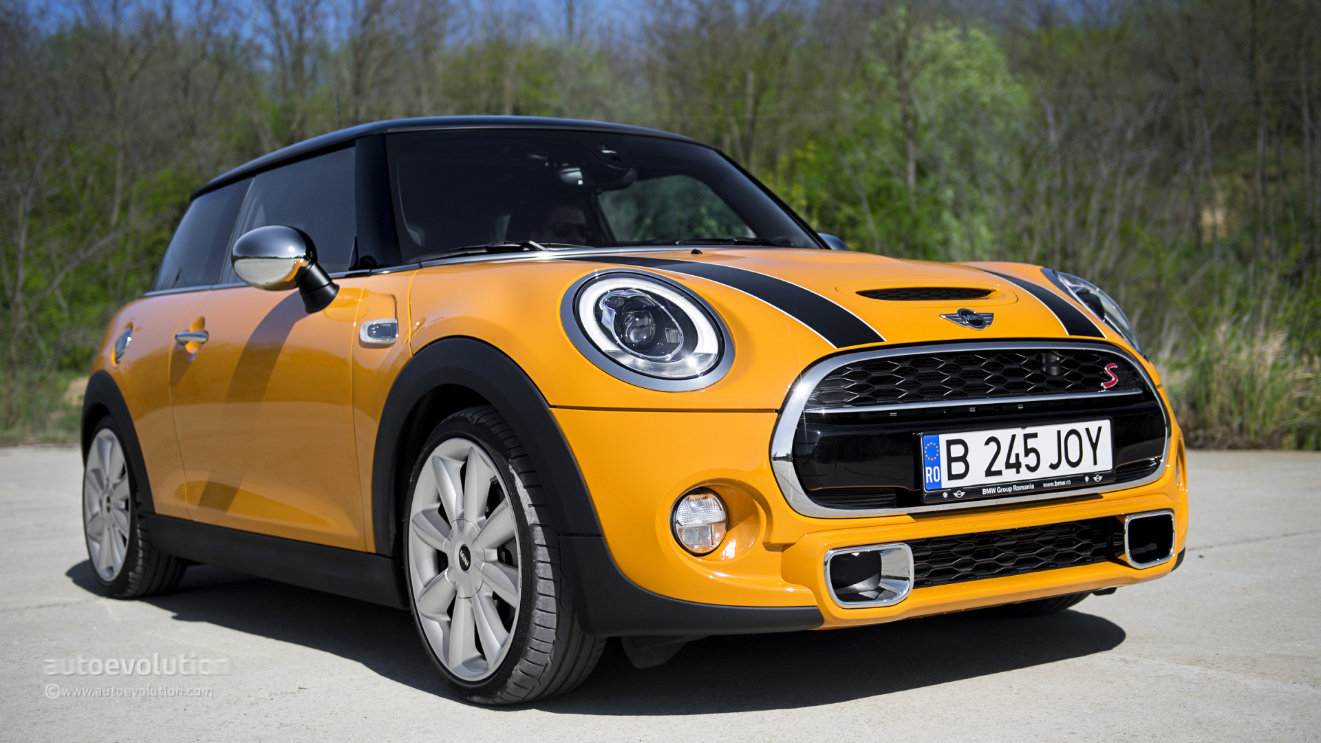 2014 mini cooper s review autoevolution. Black Bedroom Furniture Sets. Home Design Ideas