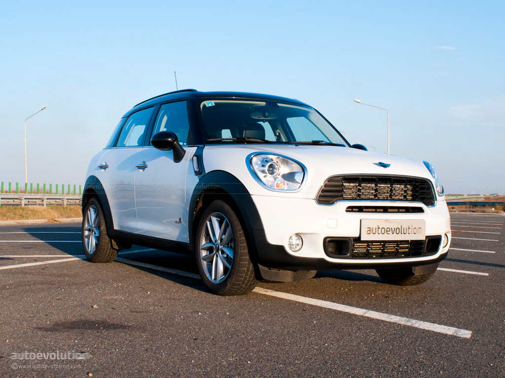 mini countryman review autoevolution. Black Bedroom Furniture Sets. Home Design Ideas