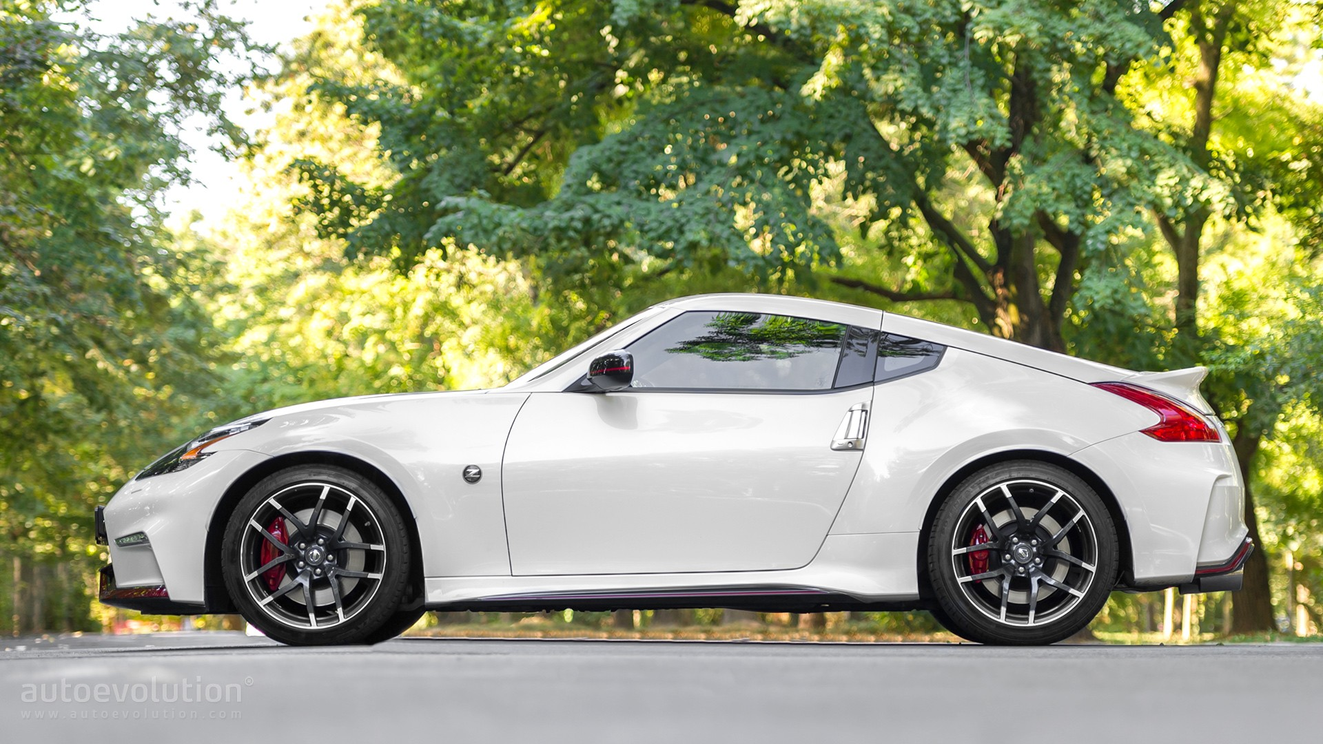 2016 nissan 370z nismo review autoevolution. Black Bedroom Furniture Sets. Home Design Ideas