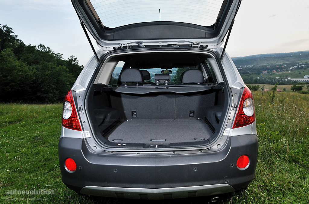 opel antara review page 2 autoevolution. Black Bedroom Furniture Sets. Home Design Ideas