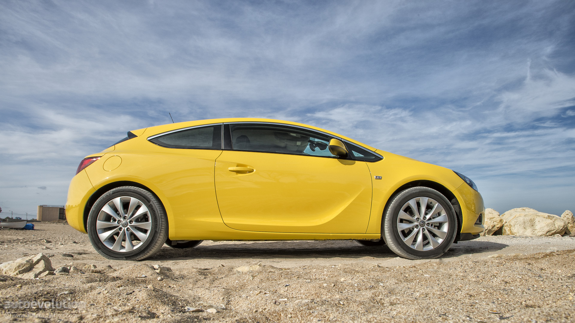 opel astra gtc review page 2 autoevolution. Black Bedroom Furniture Sets. Home Design Ideas
