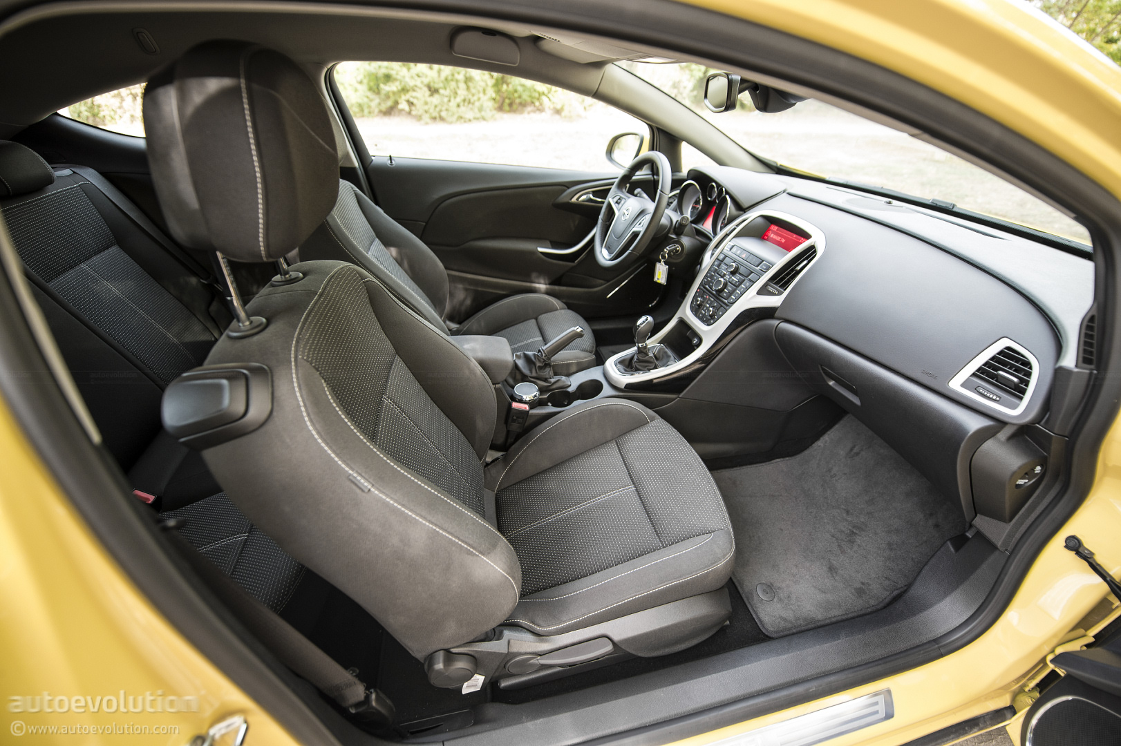 Opel Astra Gtc Review Autoevolution