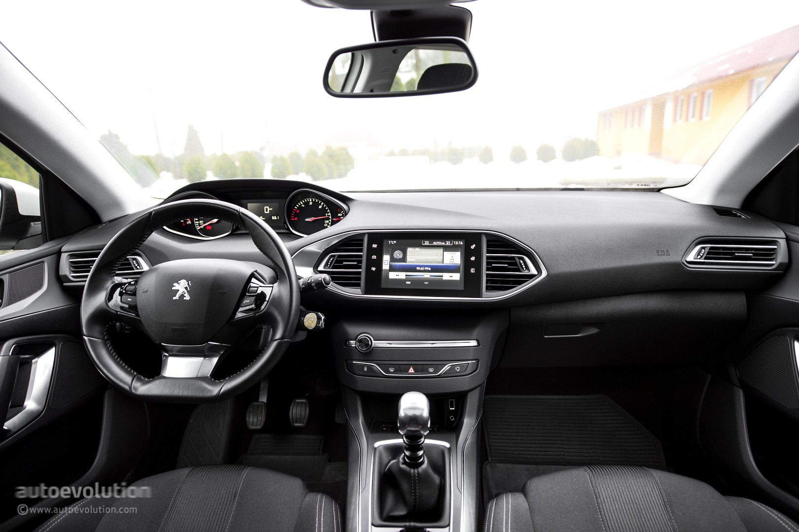 2015 peugeot 308 review autoevolution. Black Bedroom Furniture Sets. Home Design Ideas