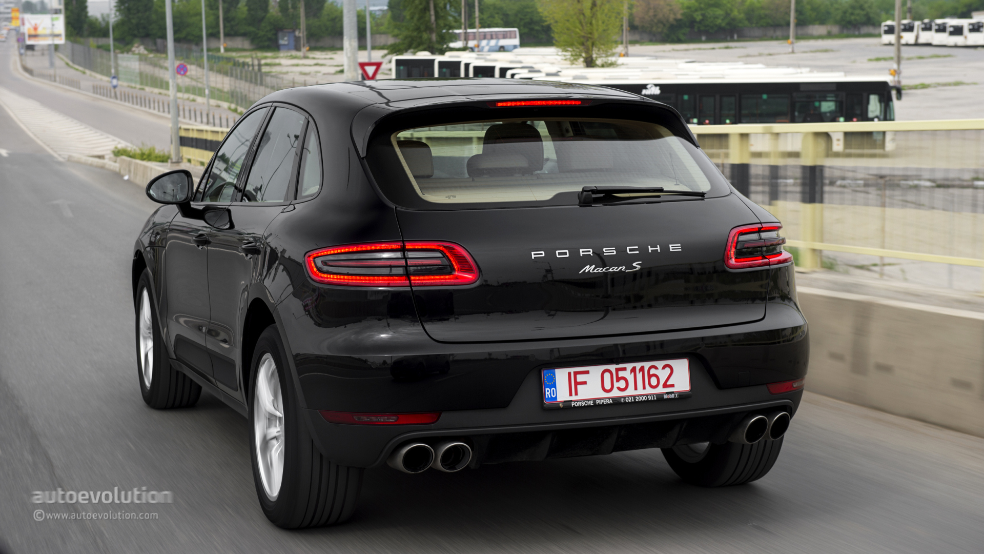 porsche macan s review autoevolution. Black Bedroom Furniture Sets. Home Design Ideas