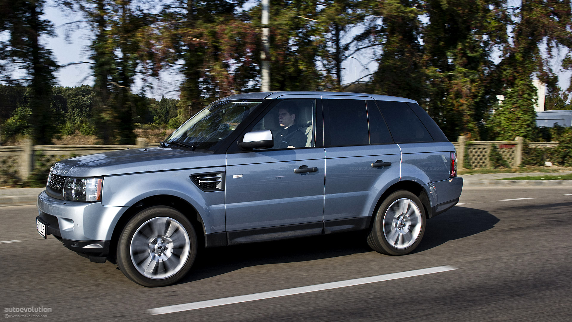 range rover sport review autoevolution. Black Bedroom Furniture Sets. Home Design Ideas
