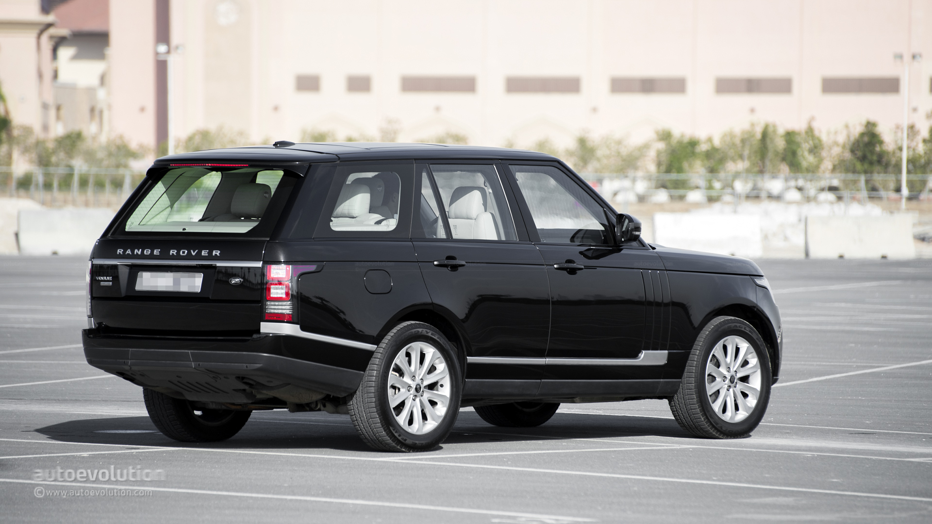 range rover supercharged review autoevolution. Black Bedroom Furniture Sets. Home Design Ideas