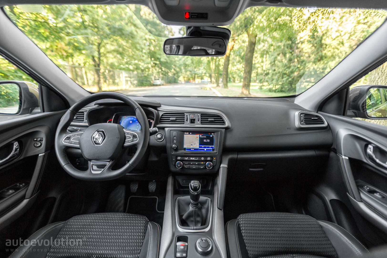 Kadjar Interior 2017 >> 2015 Renault Kadjar Review - autoevolution