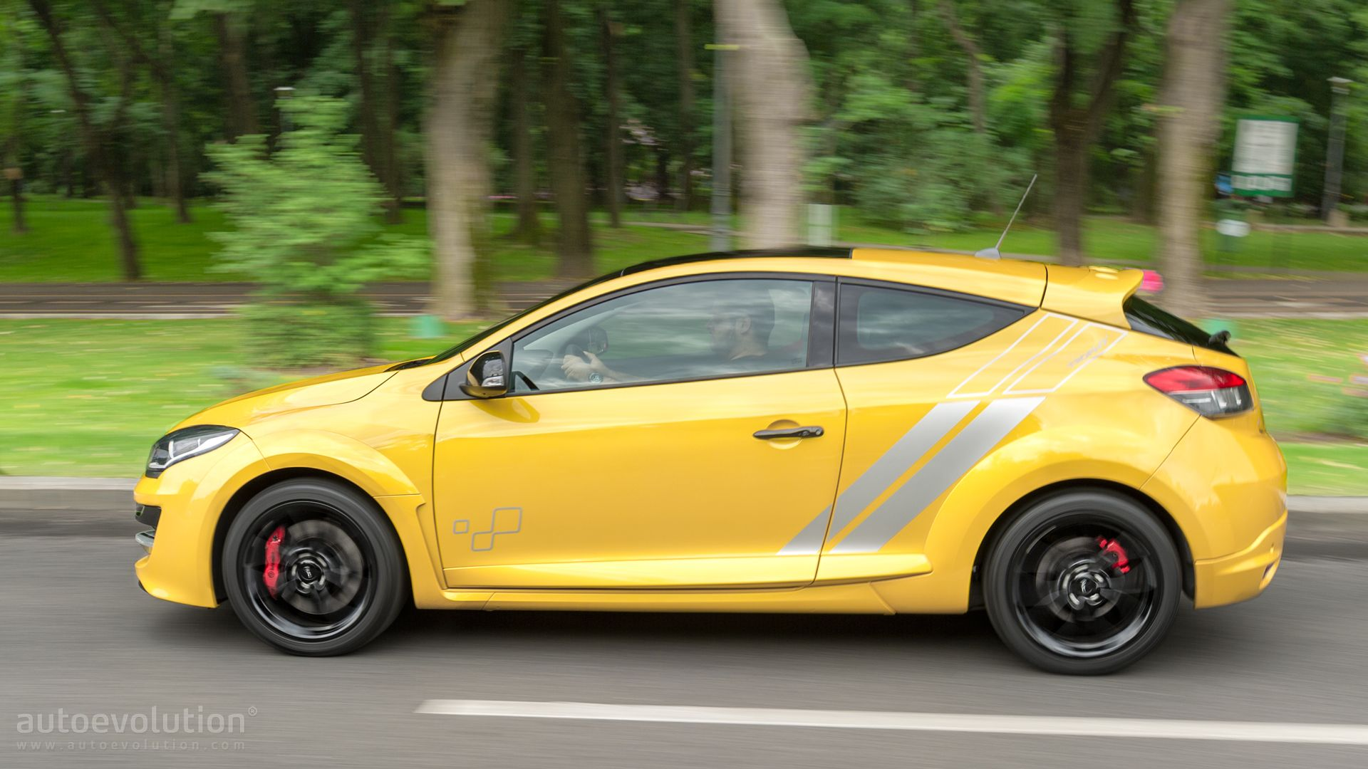 Luxury 2015 Renault Megane RS 275 Trophy Review Page 2