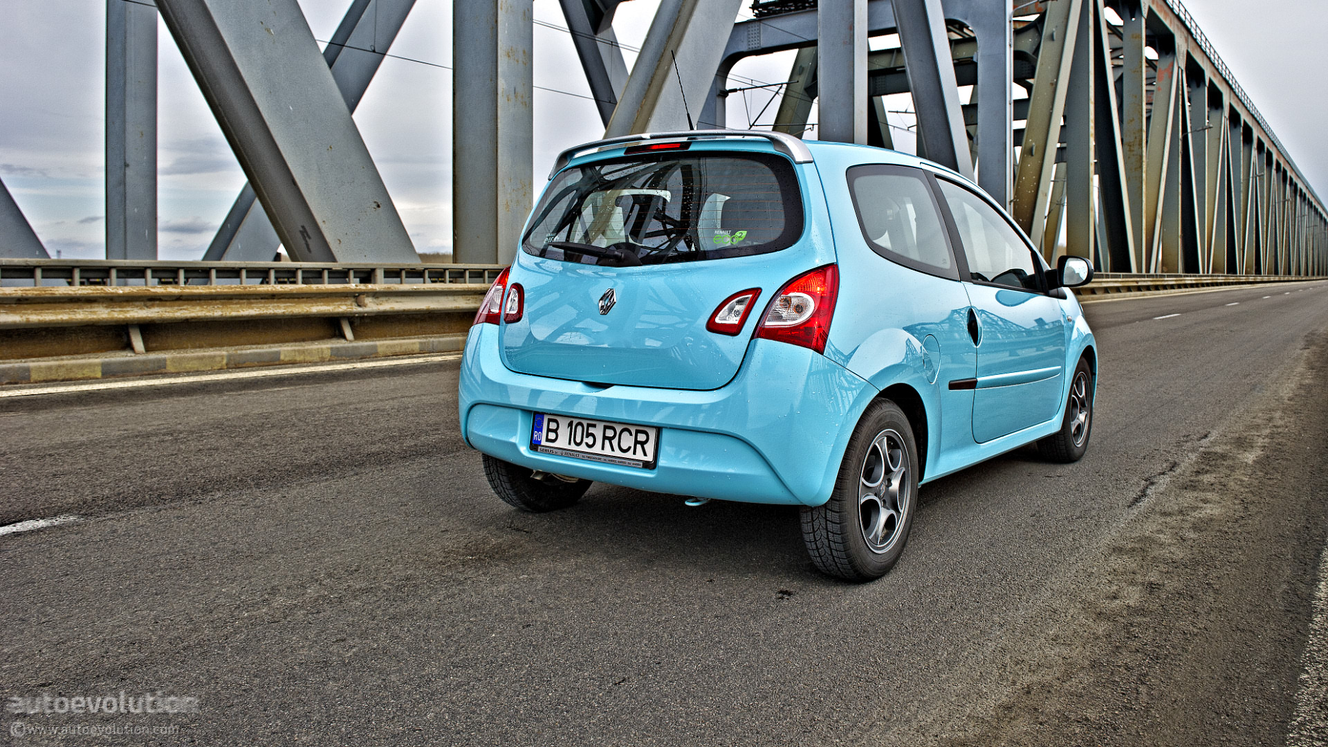 renault twingo facelift review autoevolution. Black Bedroom Furniture Sets. Home Design Ideas
