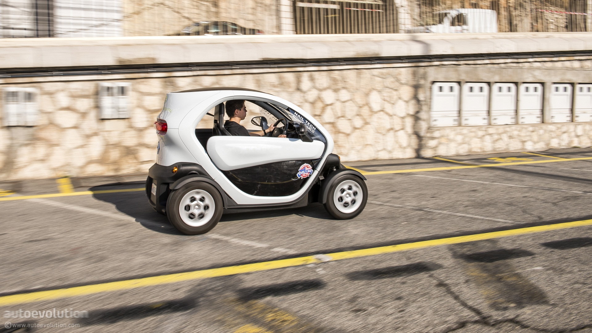 renault twizy ev review page 2 autoevolution. Black Bedroom Furniture Sets. Home Design Ideas