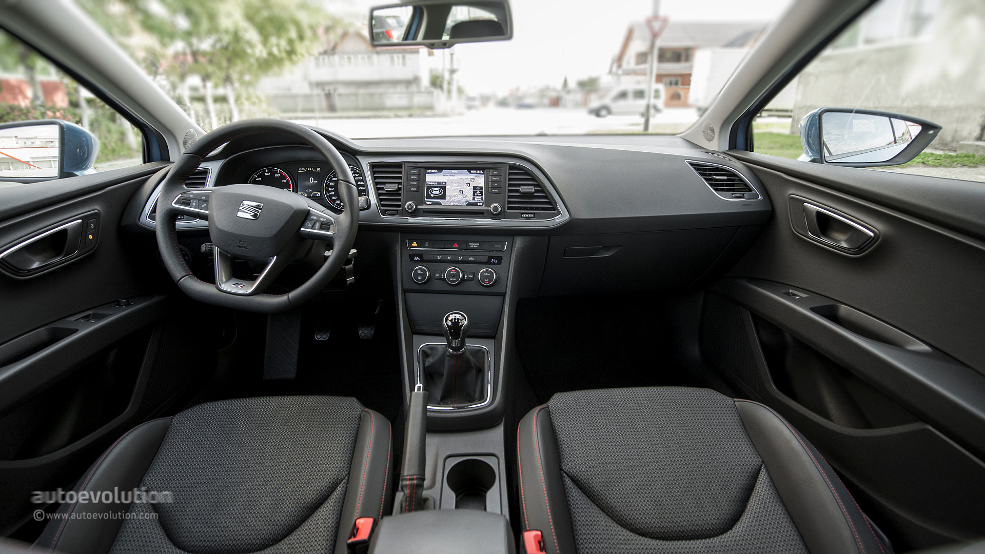 Seat leon sc review autoevolution for Interieur seat ibiza cupra