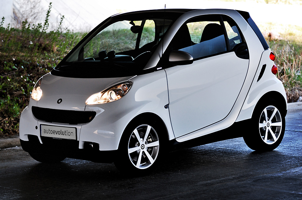 smart fortwo review autoevolution. Black Bedroom Furniture Sets. Home Design Ideas
