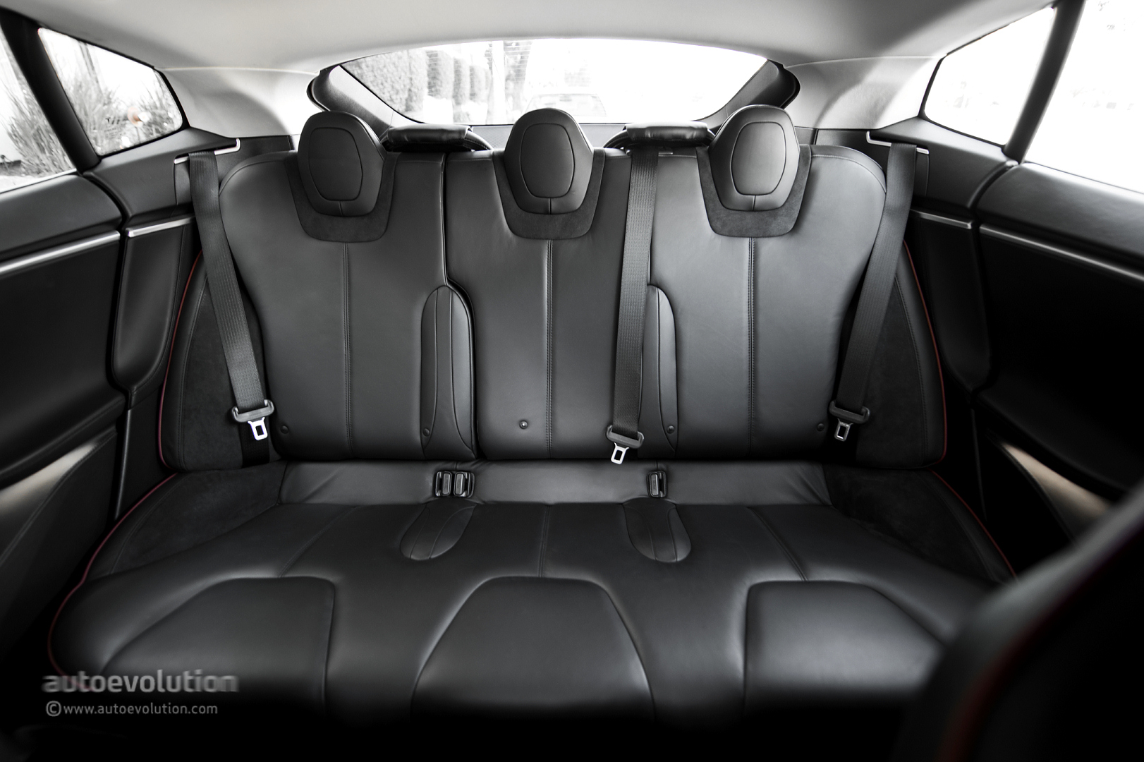 tesla model s back seat comfort. Black Bedroom Furniture Sets. Home Design Ideas