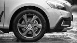 2013 VOLVO V40 Cross Country 17-inch wheels