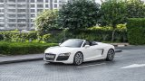 AUDI R8 V10 Spyder city driving