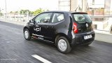 VOLKSWAGEN UP! urban driving