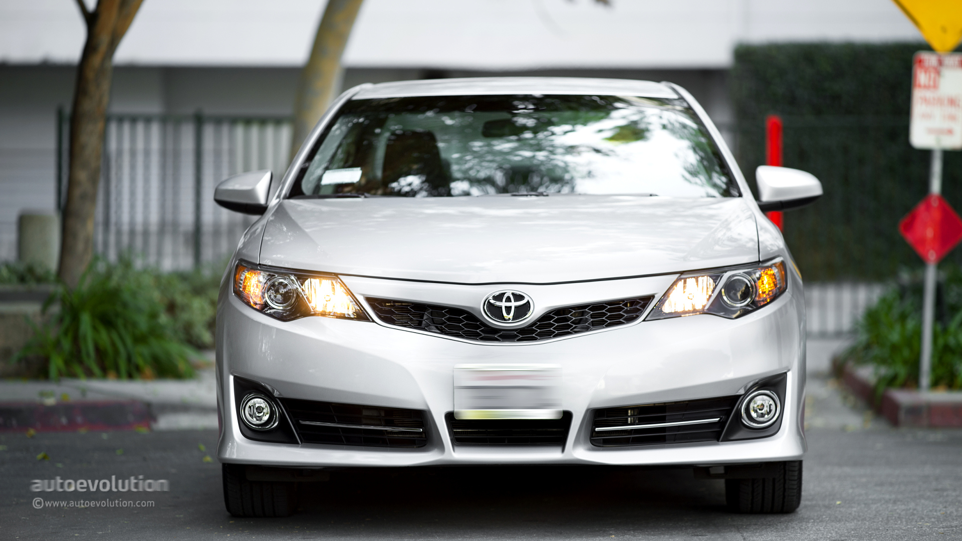 Mercedes Auto Parts >> 2014 TOYOTA Camry Review - autoevolution