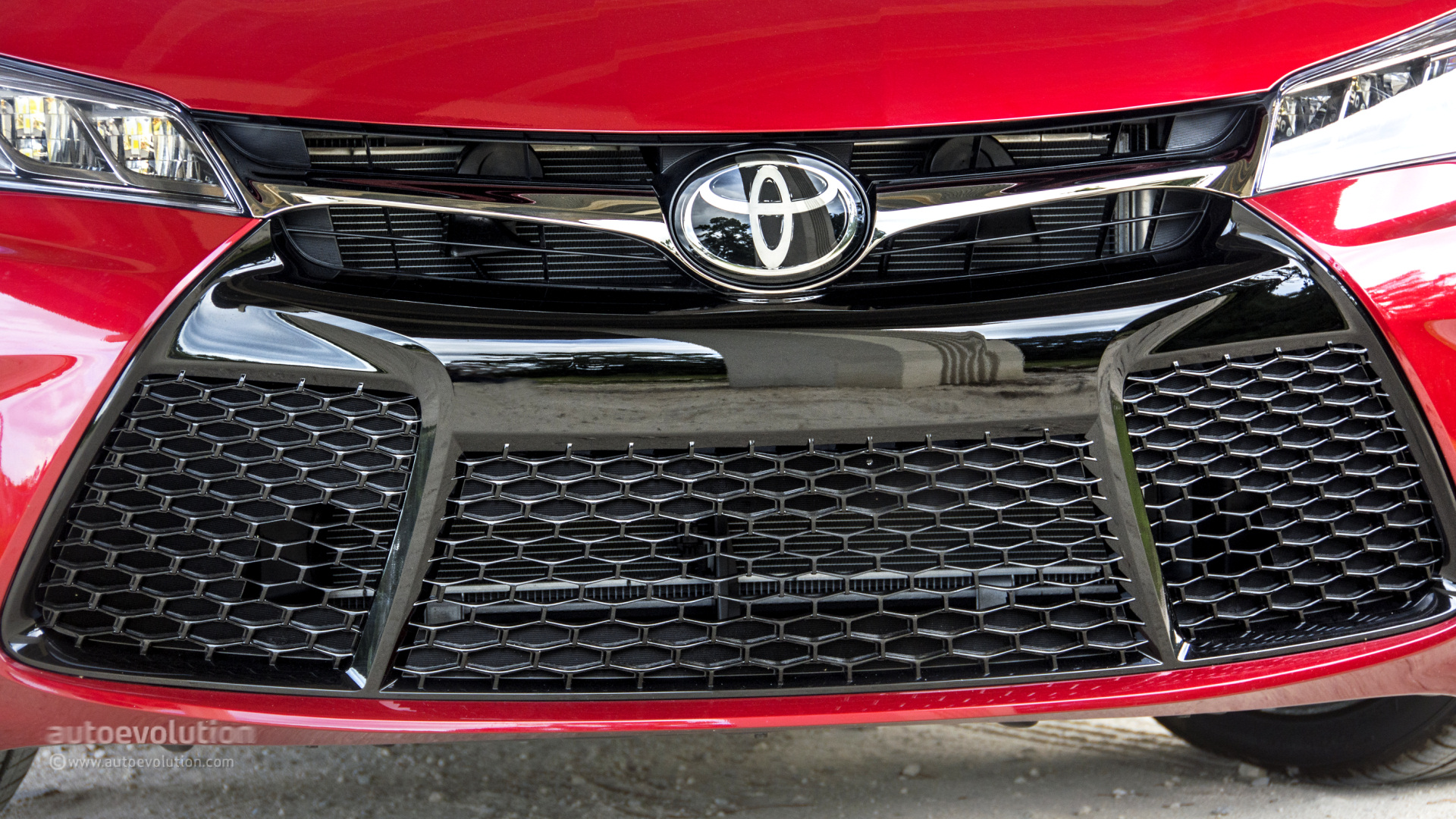 Toyota All Wheel Drive >> 2015 Toyota Camry Review - autoevolution