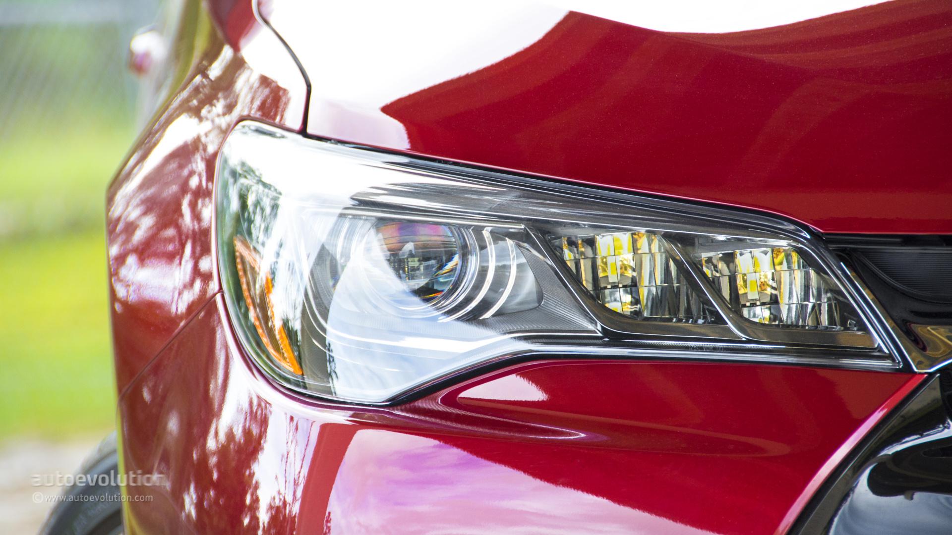 2015 toyota camry headlight size