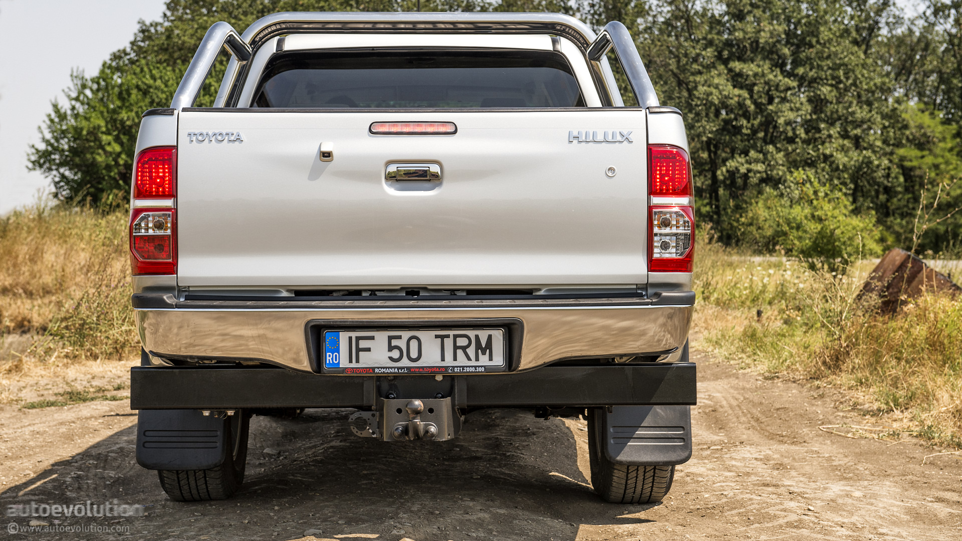 toyota hilux review guest editor opinions autoevolution. Black Bedroom Furniture Sets. Home Design Ideas