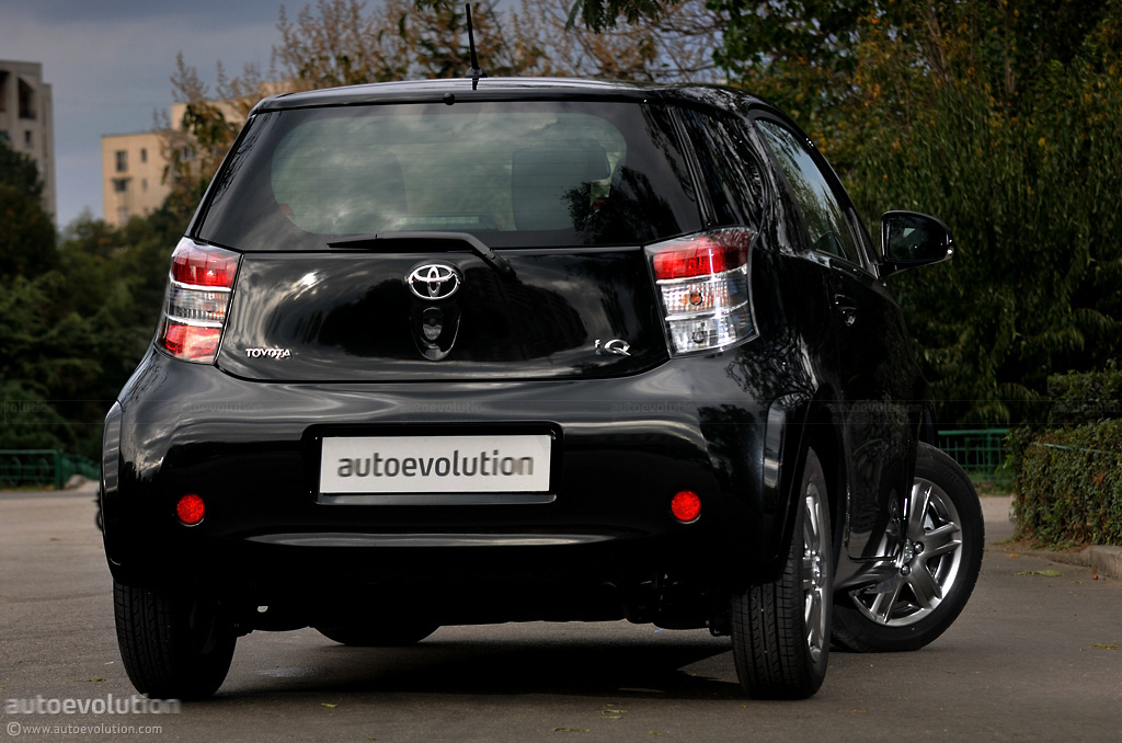 toyota iq review autoevolution. Black Bedroom Furniture Sets. Home Design Ideas