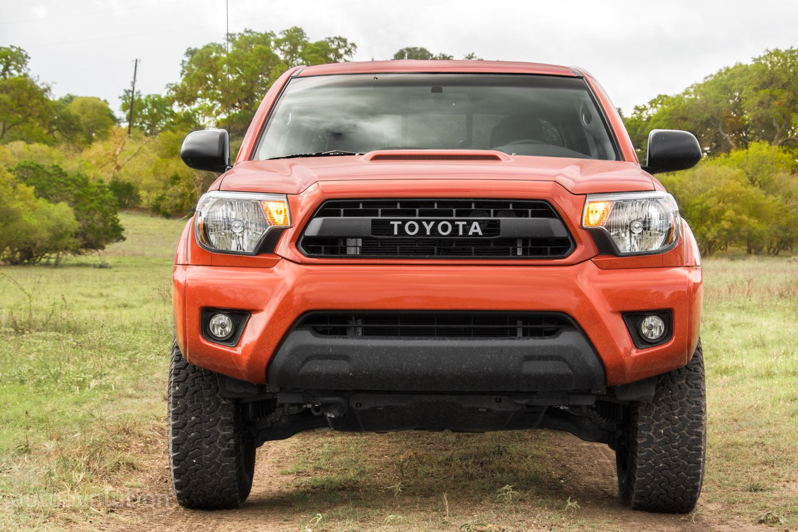 2015 toyota tacoma trd pro review autoevolution. Black Bedroom Furniture Sets. Home Design Ideas