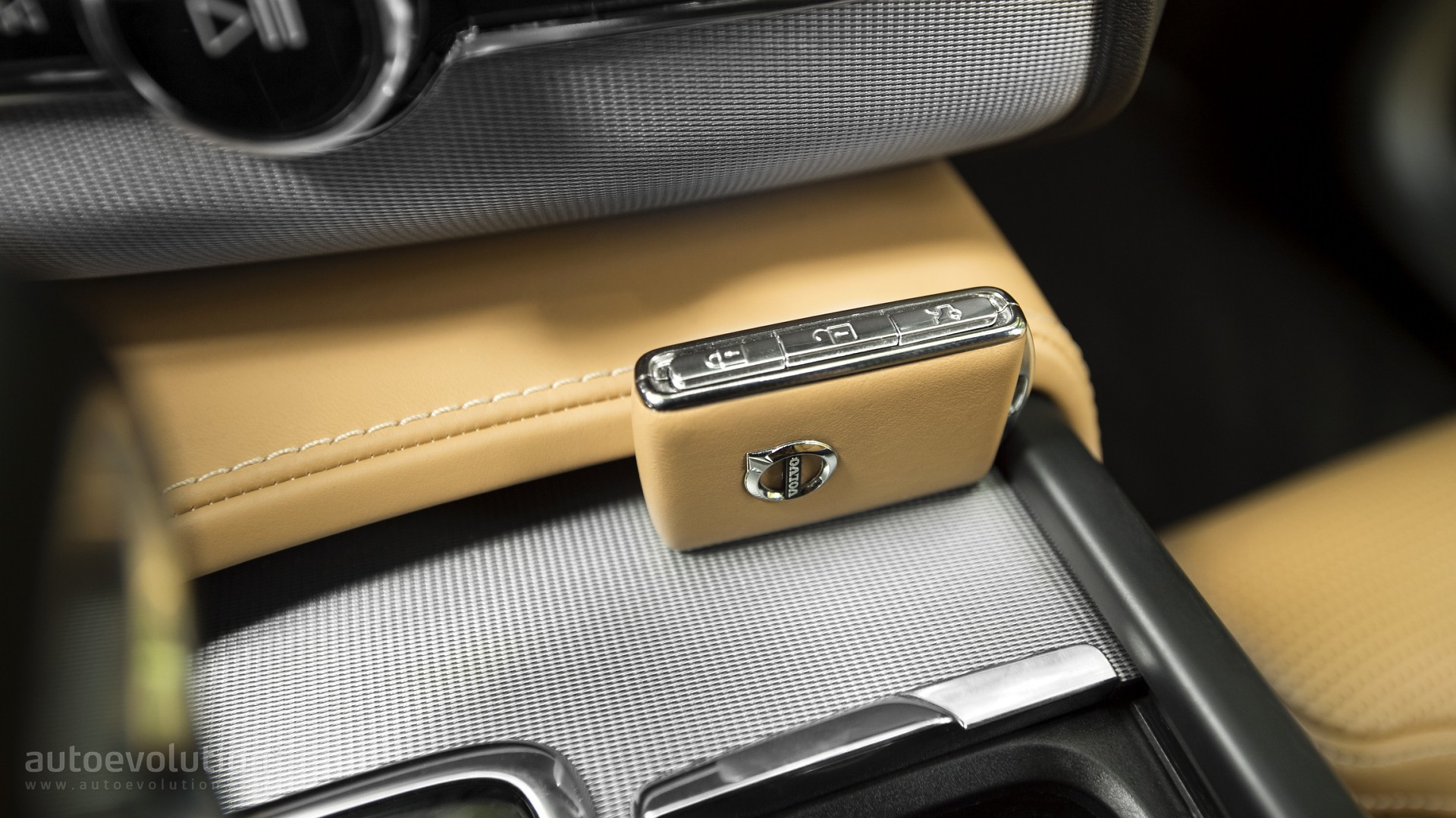Gm Key Fob >> Volvo XC90 Wins MotorTrend SUV of the Year Award - Page 2