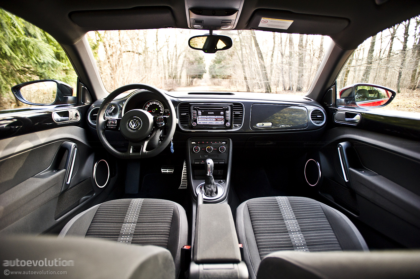 Vw beetle review autoevolution for Interieur new beetle