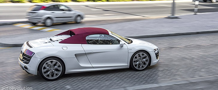 AUDI R8 V10 Spyder - In the city
