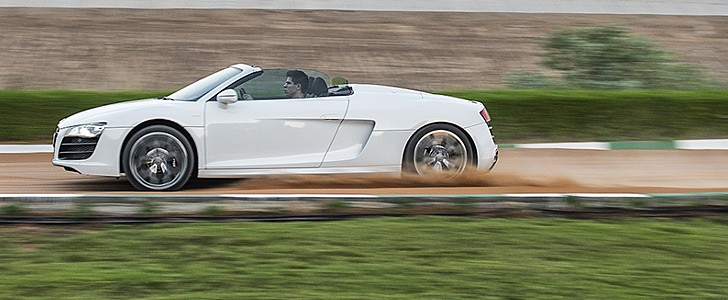 AUDI R8 V10 Spyder - Safety