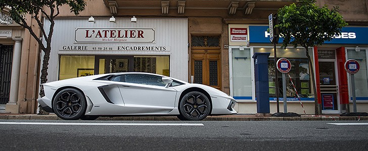 LAMBORGHINI Aventador - In the city