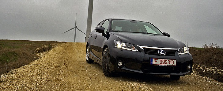 LEXUS CT 200h  - Open road