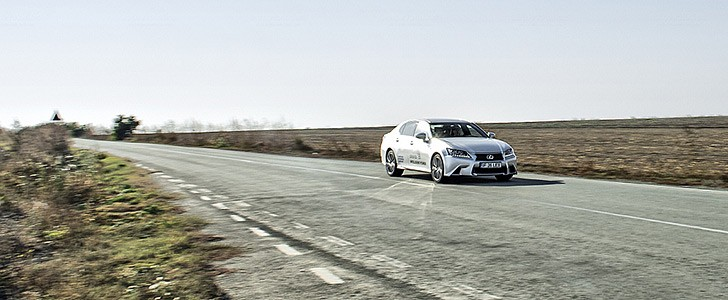 LEXUS GS 450h - Open road